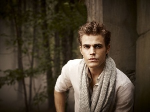 Paul Wesley, head-dress