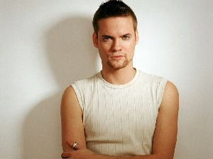 Shane West, sleeveless